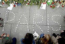 Как отрегагировали соцсети на взрывы в Париже и Бейруте