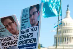 Інтернет Почитати на вихідних: лінзи з камерами, авто Ford без водія і гудбай, Сноуден Sony сноуден у світі