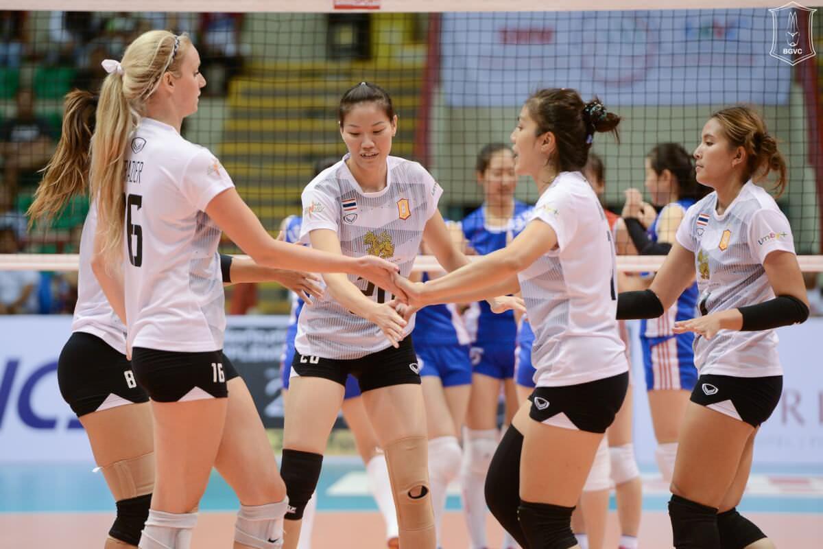 Догралися: збірну Японії з волейболу тренують роботи