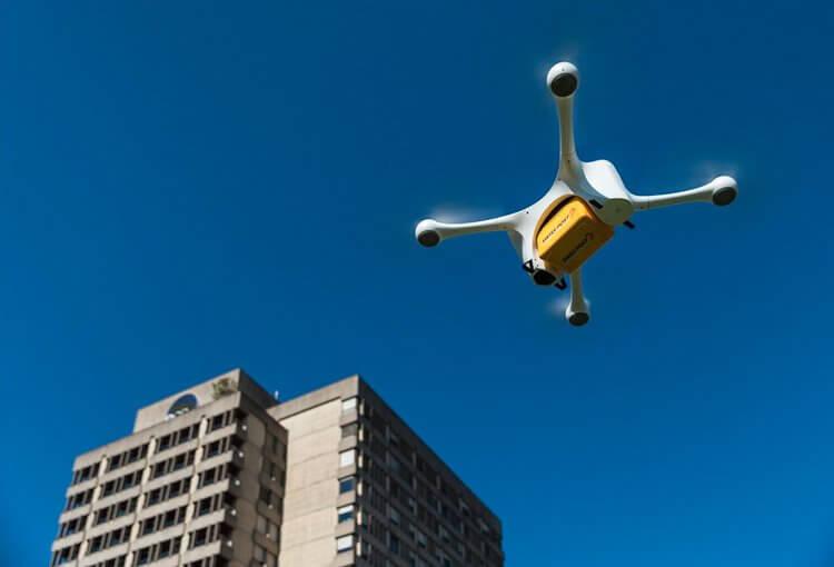Швейцарські клініки почали використовувати дронів для доставки аналізів