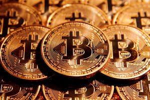 Інтернет Bitcoin подорожчали втричі за рік і побили рекорд вартості. Чи варто вкладати гроші в криптовалюту? bitcoin криптовалюти новина
