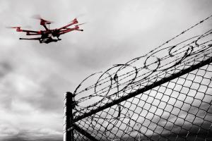 Життя Безпілотник допоміг утекти в'язню з тюрми в США безпека дрон новина сша у світі