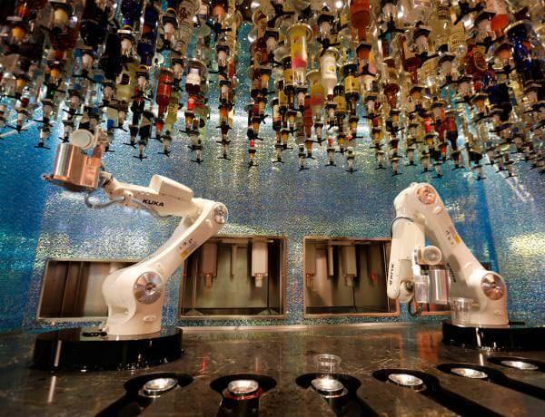 У Лас-Вегасі відкрився бар, де барменами працюють роботи