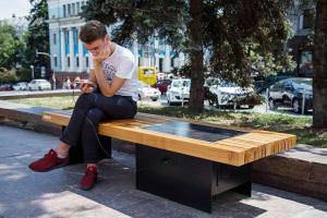 Життя Київ інноваційний: лави для смартфонів, «Кловська» без жетонів та безготівкова оплата паркування Київ новина