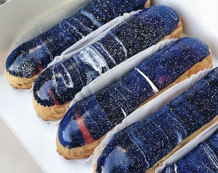Українські кондитери створили «галактичні еклери», які занадто гарні, щоб їх їсти