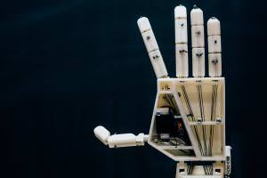 Технології Вчені винайшли роботизовану руку, що перекладає текст мовою жестів для людей з вадами слуху Винаходи голландія новина роботи
