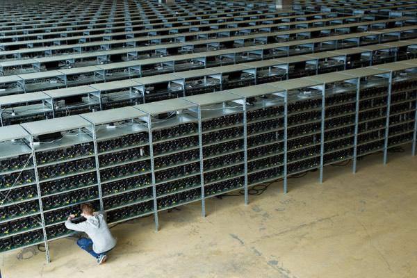 У Кропивницькому СБУ викрила «ферму», де майнили Bitcoin. В Україні криптовалюта досі не має правового статусу