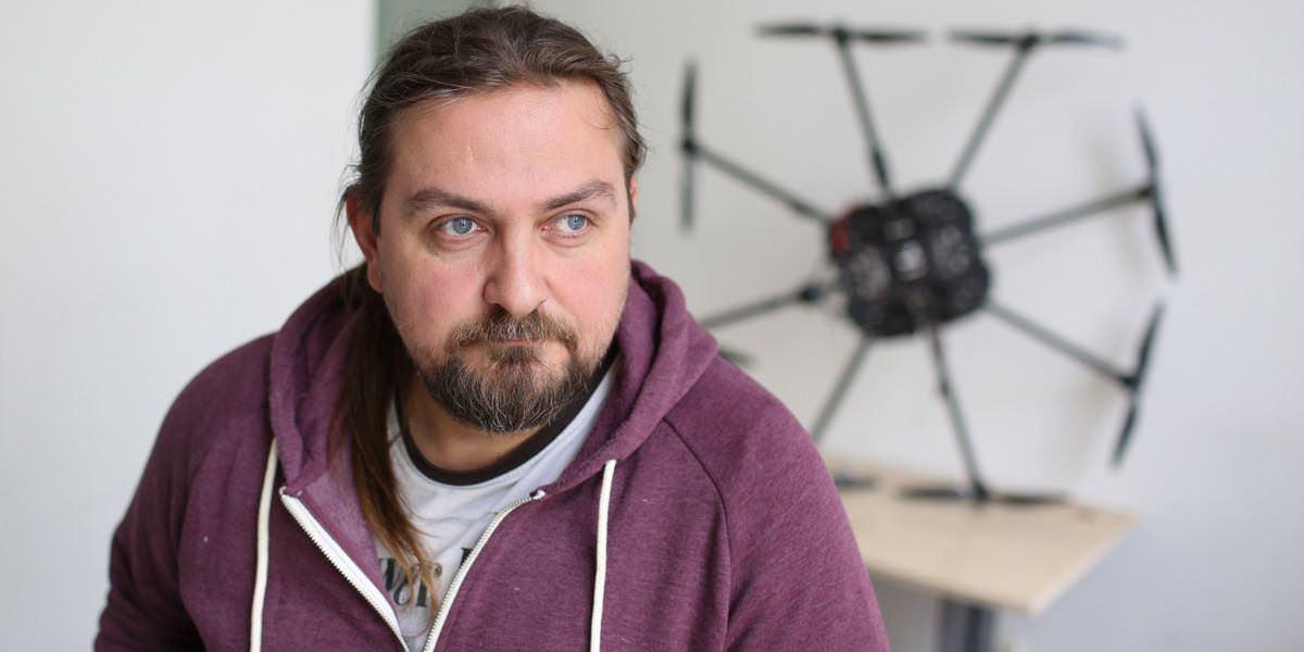 Дрон українського конструктора встановив національний рекорд, піднявши у повітря гирю вагою 16 кг