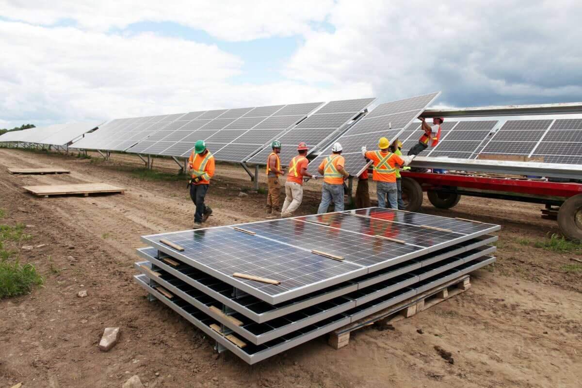 Канадці збудують в Україні п'ять сонячних електростанцій до літа 2018 року