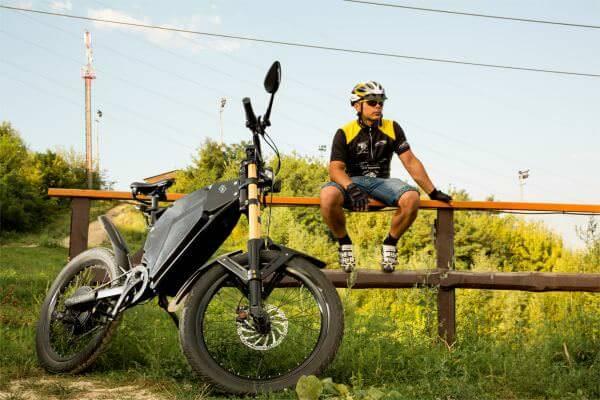 Українці створили електробайк Delfast, що може проїхати 400 км на одному заряді