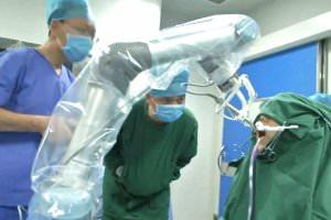 Технології У Китаї робот-дантист вперше у світі імплантував пацієнту нові зуби кнр новина роботи у світі