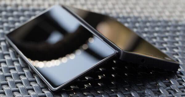 ZTE презентує розкладний смартфон із двома екранами