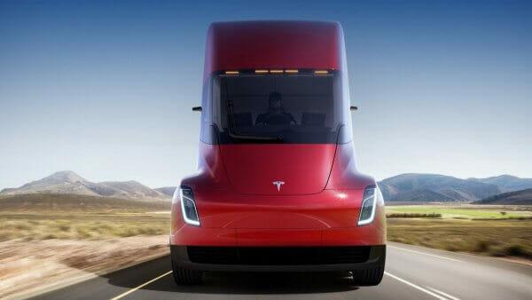 Tesla отримала вже більше 100 передзамовлень на електровантажівки