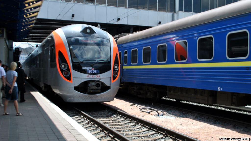 «Укрзалізниця» підбила підсумки 2017 року: стало більше поїздок та онлайн-замовлень