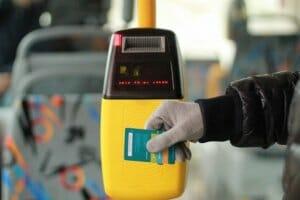 Технології У квітні 2018 року у київських автобусах запрацює система електронних квитків Київ новина транспорт україна