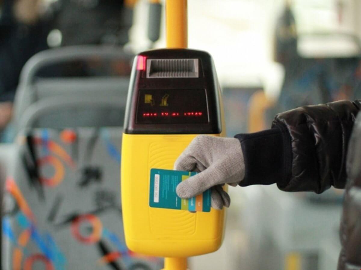У квітні 2018 року у київських автобусах запрацює система електронних квитків