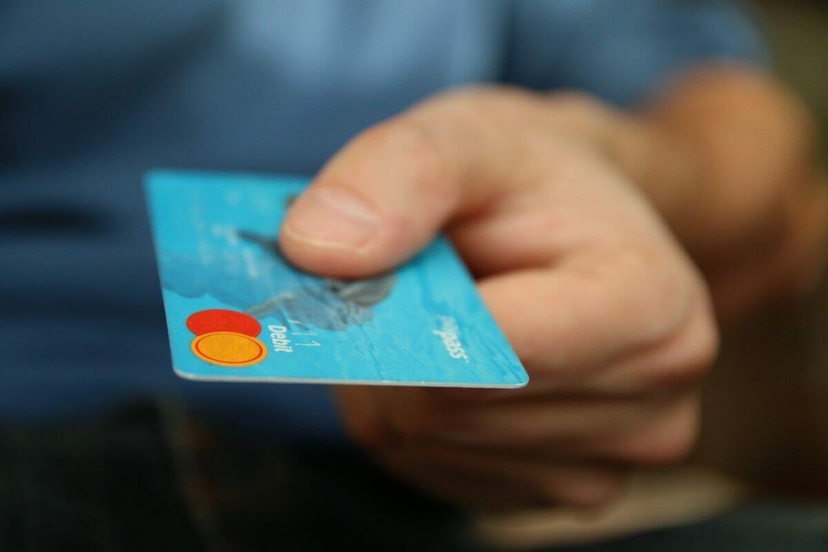 Укрзалізниця вводить оплату проїзду карткою прямо в поїздах