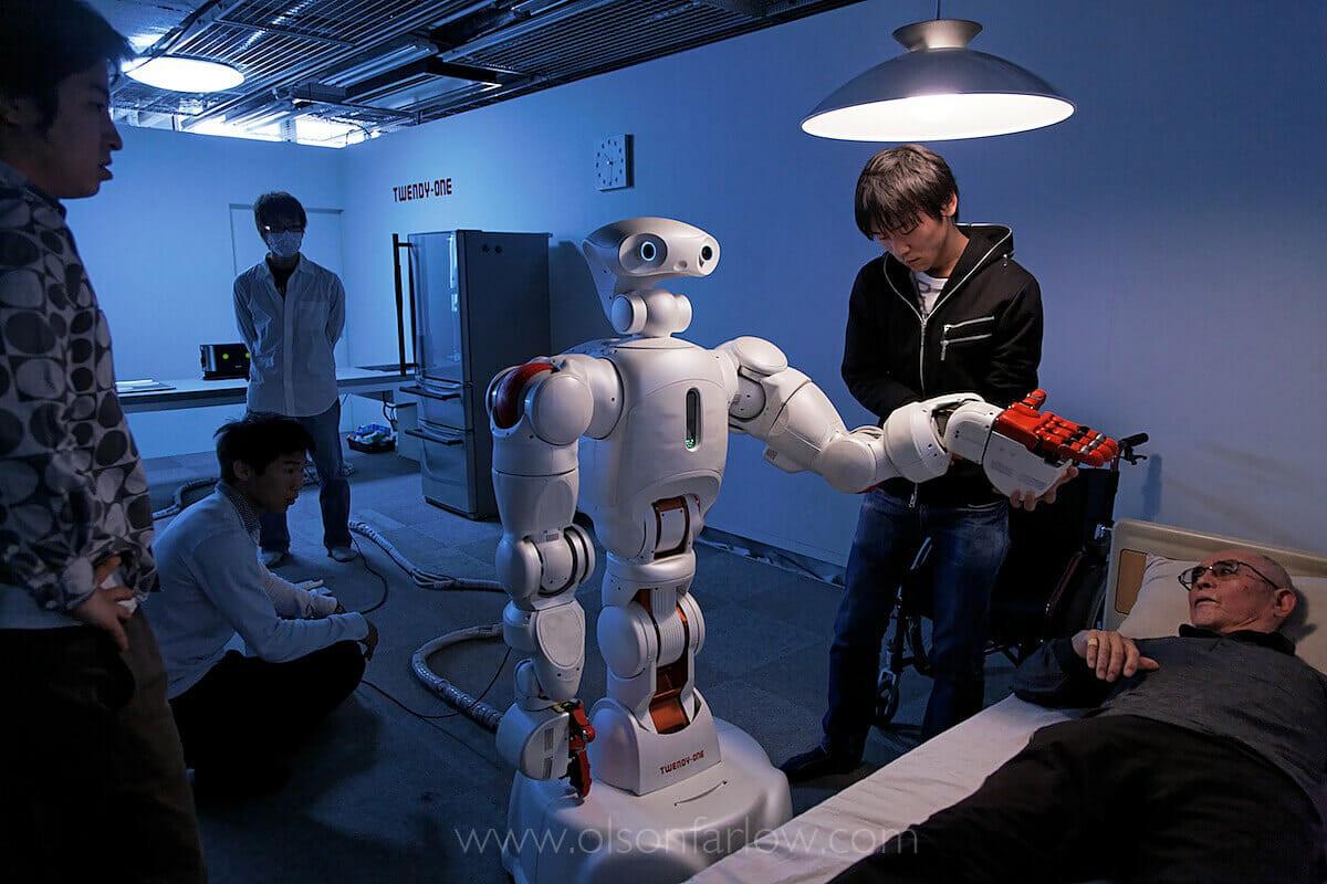 В японських будинках для людей похилого віку працюють роботи-доглядальники