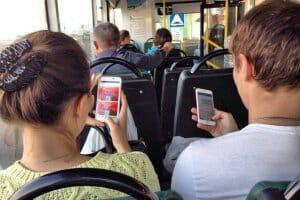 Життя У деяких трамваях та автобусах Києва з'явився безкоштовний Wi-Fi Київ новина україна