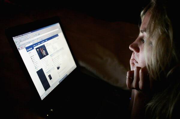 Facebook визнає, що постійне гортання стрічки новин погіршує психологічний стан