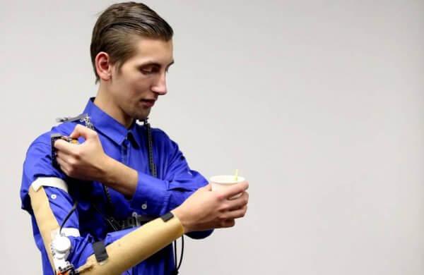 Українець створив медичний екзоскелет, який розробляє м'язи після переломів або паралічу