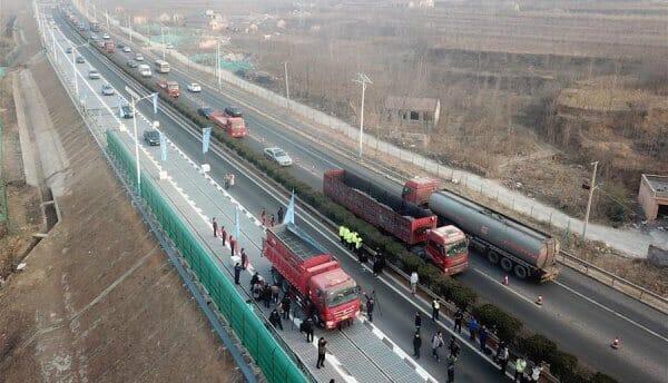 У Китаї відкрили автомагістраль із сонячними батареями замість асфальту (оновлено)