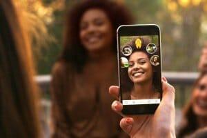 Технології В Британії розробили додаток для розпізнавання осіб з точністю у 99% безпека британія додатки Доповнена реальність новина смартфони сша