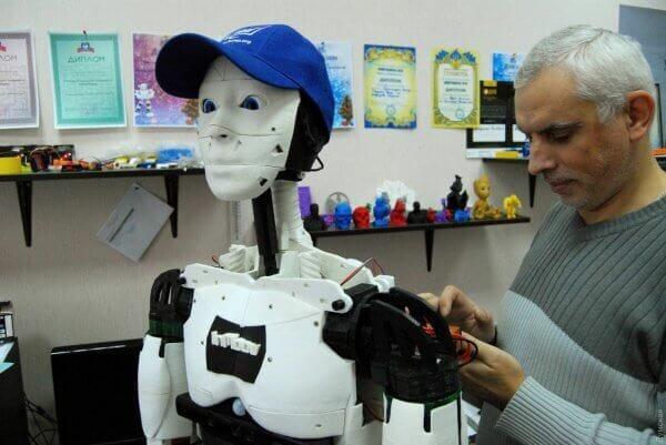 В Одесі створили першого в Україні людиноподібного робота