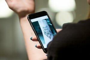 Технології Українка створила додаток, за допомогою якого можна «приміряти» татуювання  додатки додаток Доповнена реальність новина смартфони україна