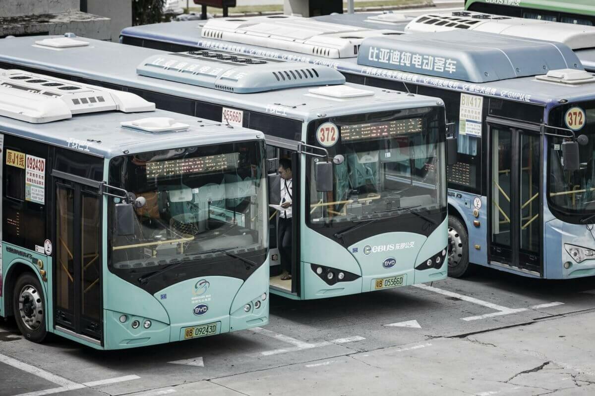 У китайському місті Шеньчжень всі міські автобуси замінили на електричні