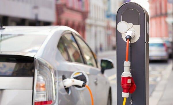 У Вінниці електромобілісти за власні кошти встановили 13 зарядних станцій