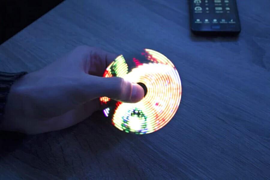 У Хмельницькому створили спінер, який показує час та повідомлення з соцмереж