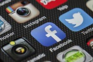 Інтернет Facebook верифікував більше 30 сторінок українських держустанов і чиновників facebook україна
