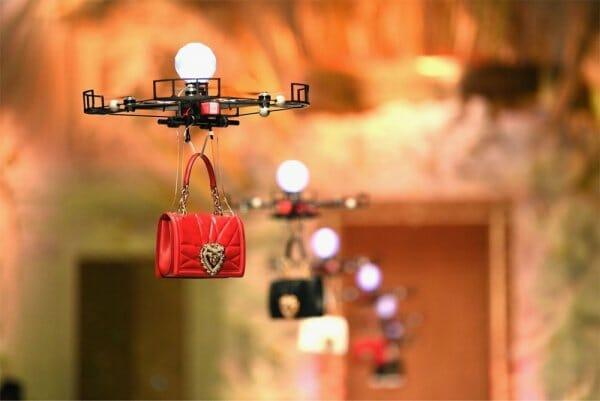 Як технології міняють моду, а дрони показують одяг замість моделей