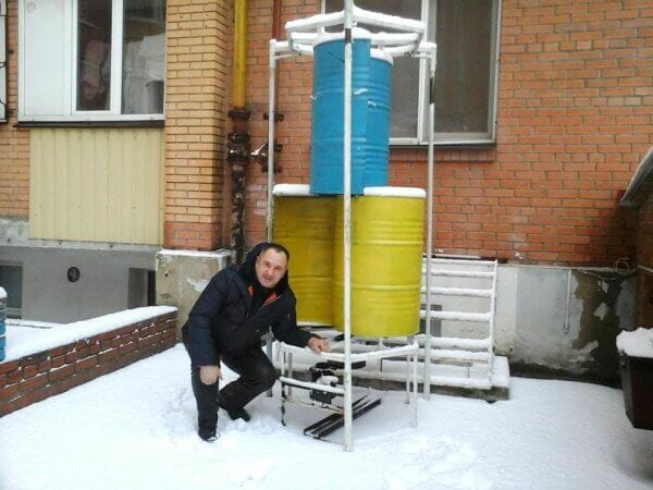 Винахідник з Полтави створив вітрогенератор із двох 200-літрових бочок