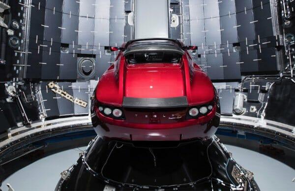 SpaceX запустила в космос ракету Falcon Heavy з кабріолетом Tesla
