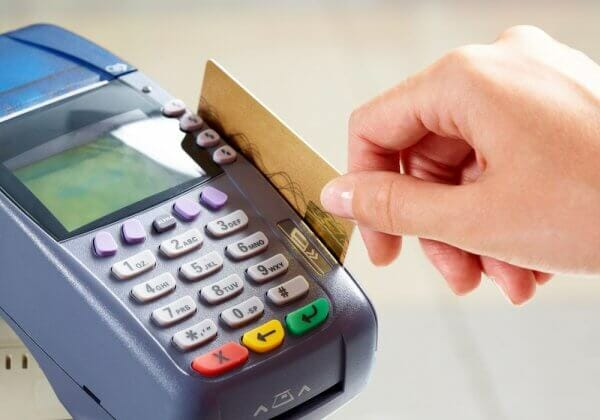 За 5 років кількість розрахунків картками в Україні збільшилась втричі