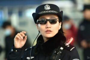 Технології Китайська поліція ловить злочинців за допомогою розумних окулярів безпека кнр новина поліція у світі
