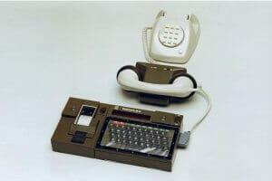 Інтернет Як працював домашній інтернет 1984 року embed-video британія відео історія