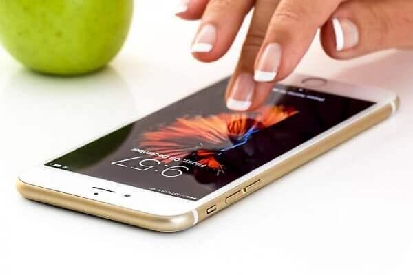 Стало відомо, скільки українців користується смартфонами