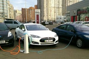 Життя 2018 року до України ввезли понад 1,7 тис. електрокарів авто електромобіль новина статистика транспорт україна