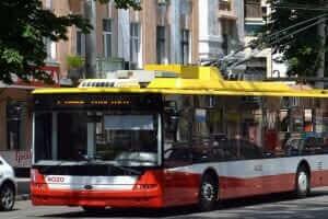 Життя У Києві запустили «розумний» тролейбус з камерами спостереження і системою зв'язку з поліцією Київ новина транспорт україна