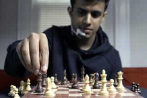 Технології Учені створили пристрій, що підказує правильні шахові ходи прямо у вашій голові Ігри наука новина сша