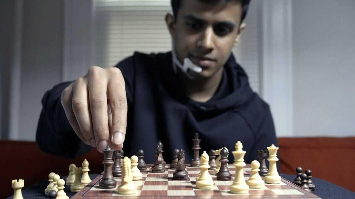 Учені створили пристрій, що підказує правильні шахові ходи прямо у вашій голові