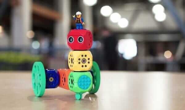 В Австрії створили конструктор, який навчить дитину програмувати і збирати роботів
