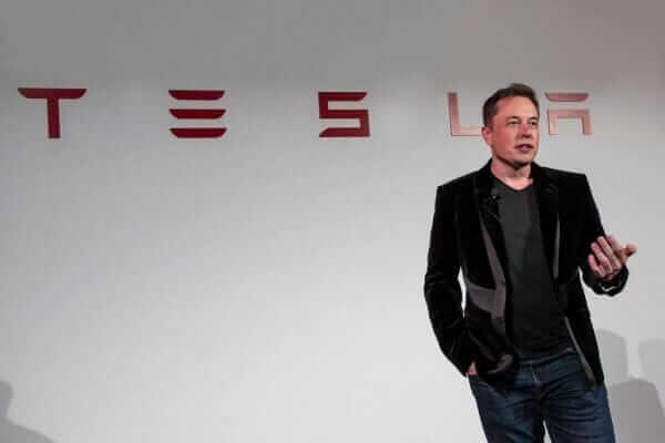 Ілон Маск вимушений спати на заводі, щоб встигнути випустити партію Tesla