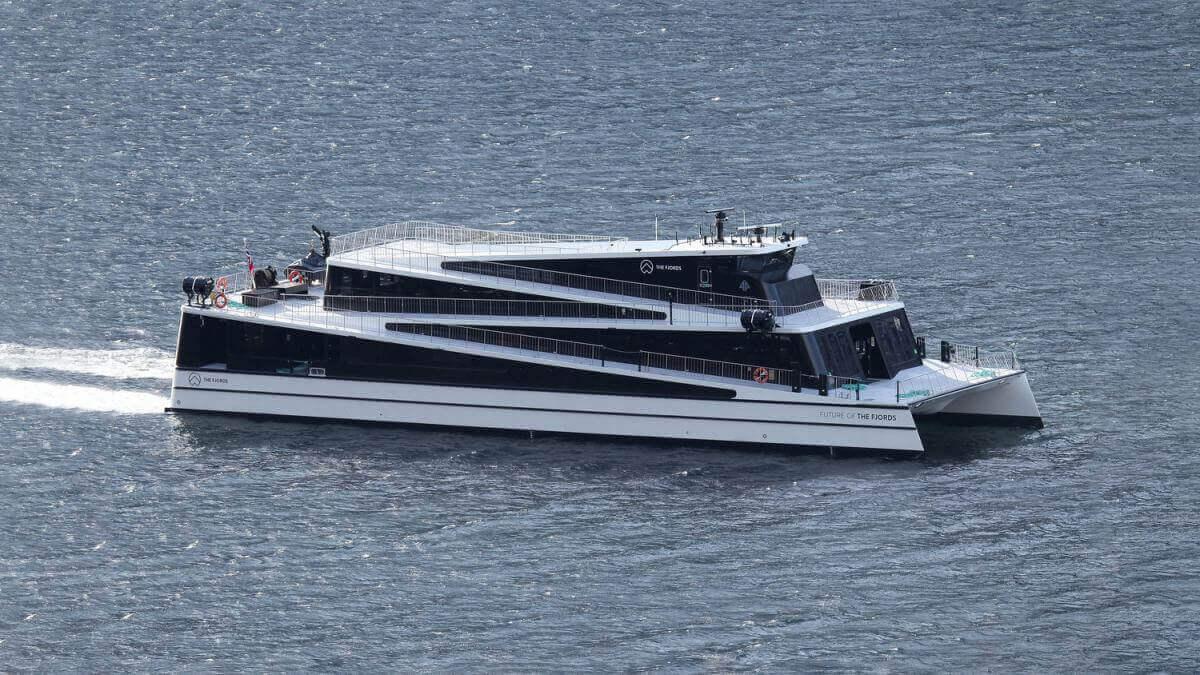 У Норвегії запустили перший у світі електричний катамаран на 400 пасажирів