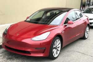 Життя Tesla встановила новий рекорд, проїхавши майже 1000 км на одному заряді батареї tesla електромобіль електротранспорт ілон маск сша у світі