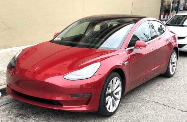 Tesla встановила новий рекорд, проїхавши майже 1000 км на одному заряді батареї