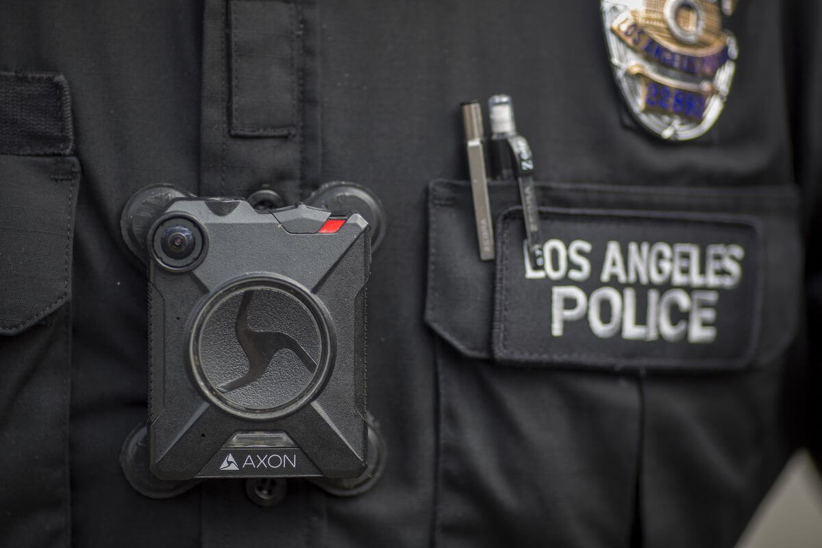 Нагрудні камери поліціянтів США можуть навчити розпізнавати людей за обличчям